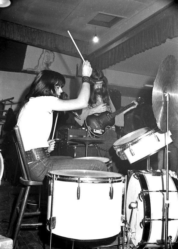 43_internos_ernst_op_drums