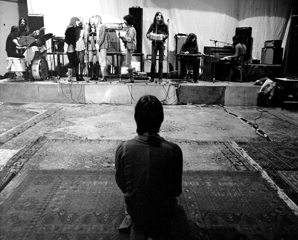64_shaffy_theater_december_1972_s_middags_frits_keurt_het_geluid