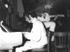 02_1967_joost_achter_de_piano
