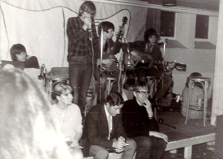 1967, Thomaskelder, Amsterdam. Ons eerste officiële optreden in de kelder van de kerk waar Jaap's vader dominee was.