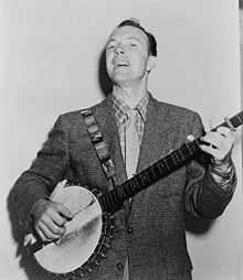 pete seeger met banjo.jpg